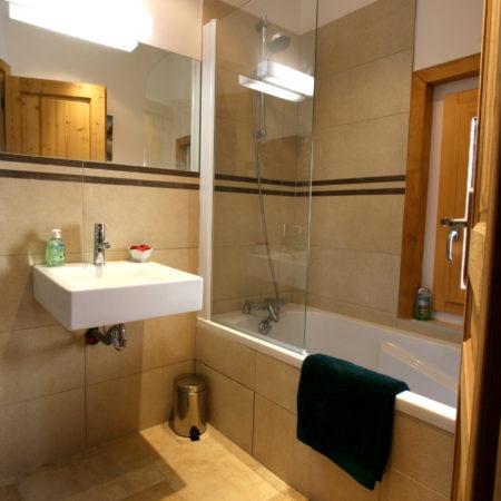 https://chevallier-architectes.fr/content/uploads/2016/04/1st-Floor-Bathroom--450x450.jpg