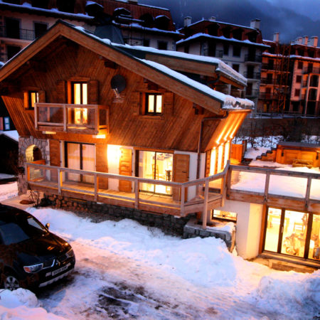 https://chevallier-architectes.fr/content/uploads/2016/04/chalet-night-shot--450x450.jpg