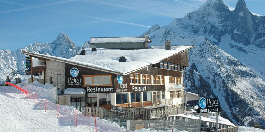https://chevallier-architectes.fr/content/uploads/2016/05/Restaurant-vue-extérieure-900x450.jpg