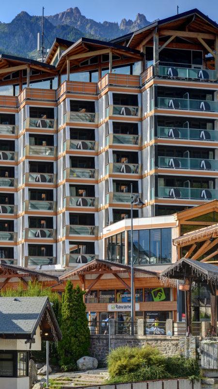 https://chevallier-architectes.fr/content/uploads/2018/10/Alpina-nouveau-Chamonix8-450x801.jpg